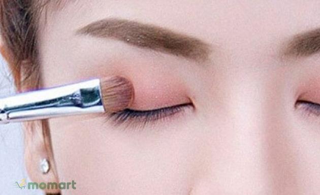 Cách đánh phấn mắt đẹp tự nhiên cho đôi mắt thêm cuốn hút và quyến rũ