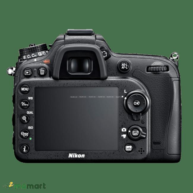Máy ảnh Nikon D7100 chụp đằng sau