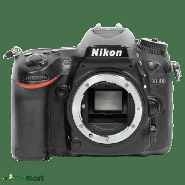 Máy ảnh Nikon D7100 chụp trực diện