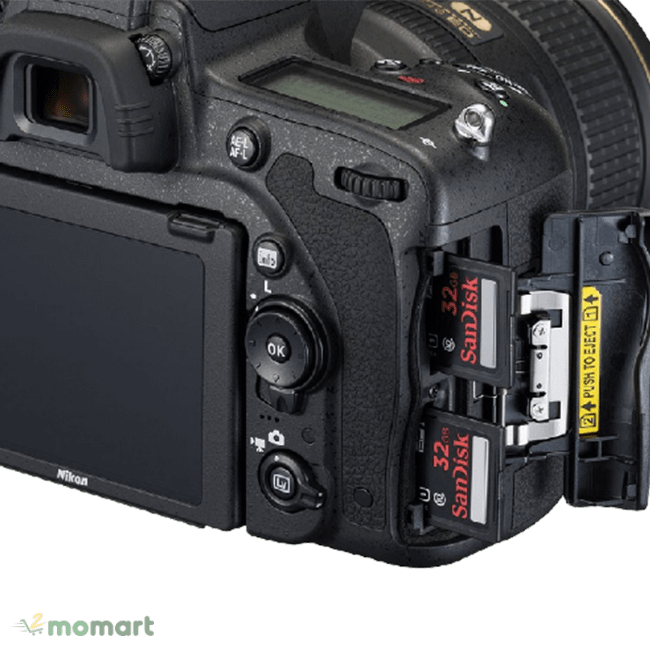 Khay thẻ nhớ của máy ảnh Nikon D750
