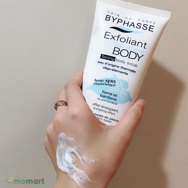 Sử dụng Exfoliant Toning Body Scrub