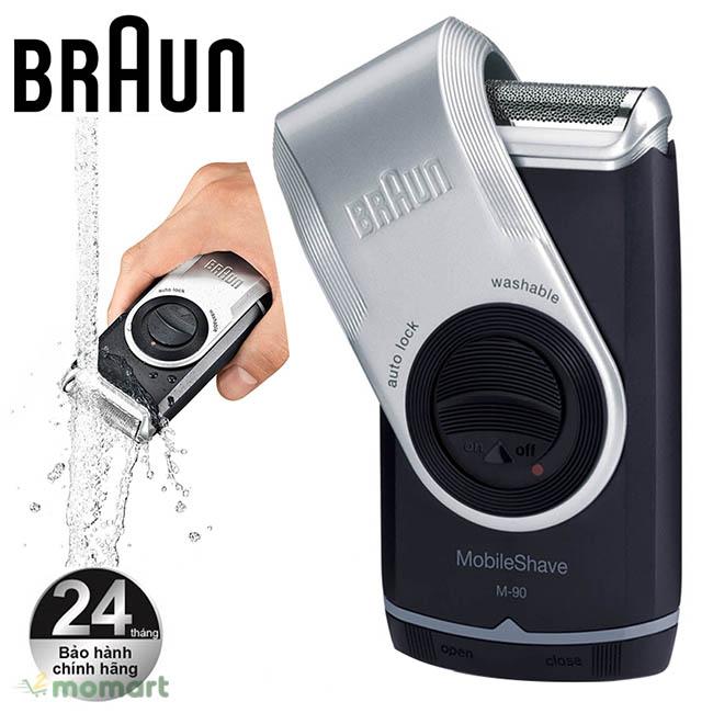 Vệ sinh với nước của máy cạo râu Braun M90