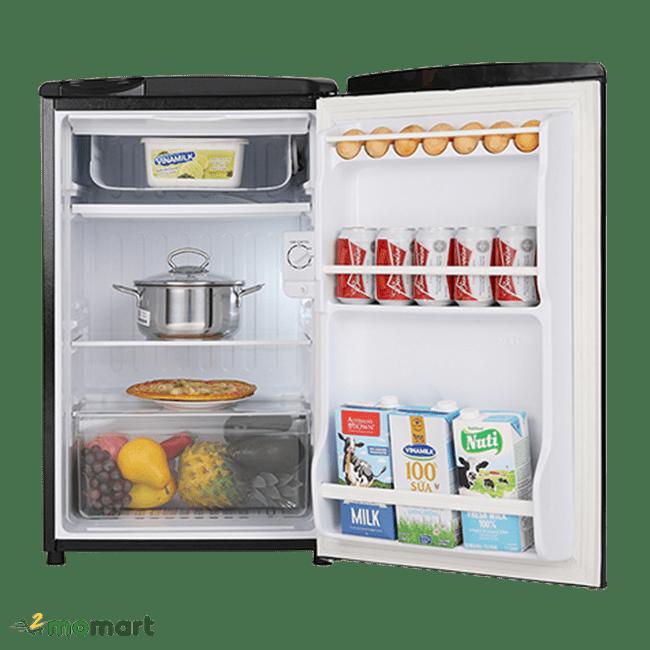 Tủ lạnh Aqua 90 lít AQR-D99FA(BS) chụp bên trong